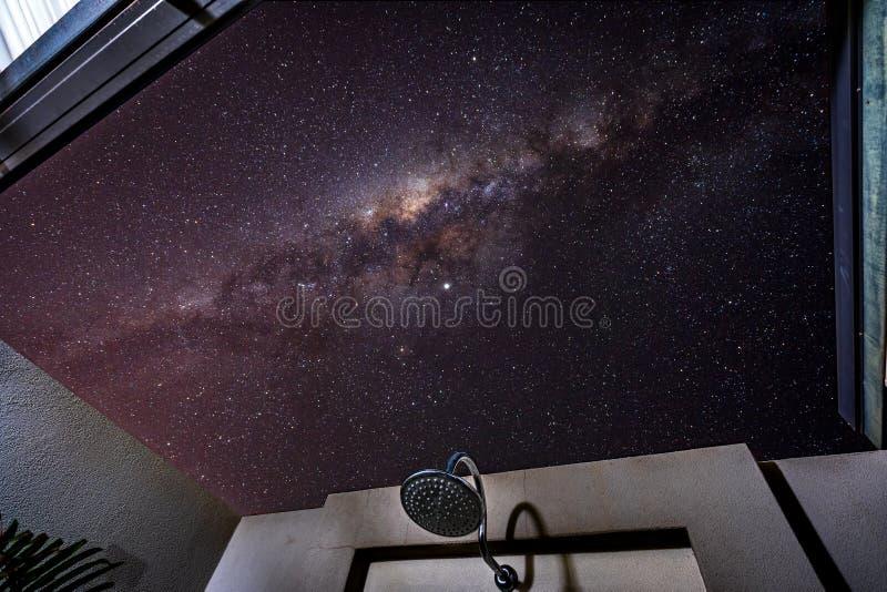 淋浴在星下在布鲁姆,澳大利亚西部 免版税库存照片