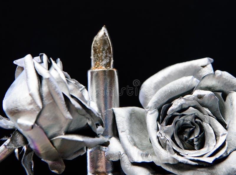 淡光唇膏 难看的东西秀丽时尚 r 葡萄酒减速火箭的设计 财富和丰厚 金属的魅力 免版税库存照片