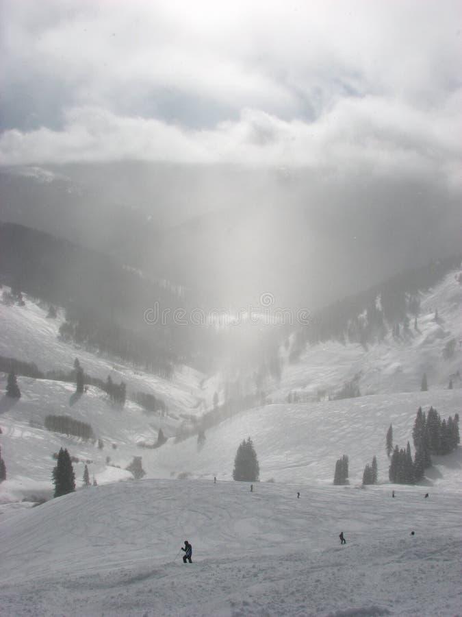 淡光滑雪者星期日 库存图片