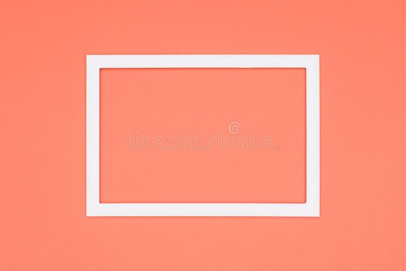 淡色桔黄色纸纹理简单派背景 与空的画框嘲笑的最小的模板 免版税库存图片