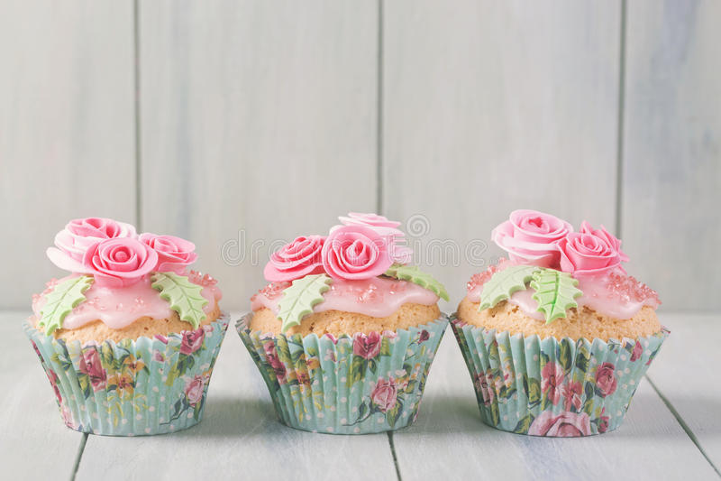 淡色色的杯形蛋糕 免版税库存照片