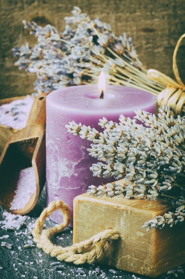 淡紫色温泉设置 库存照片