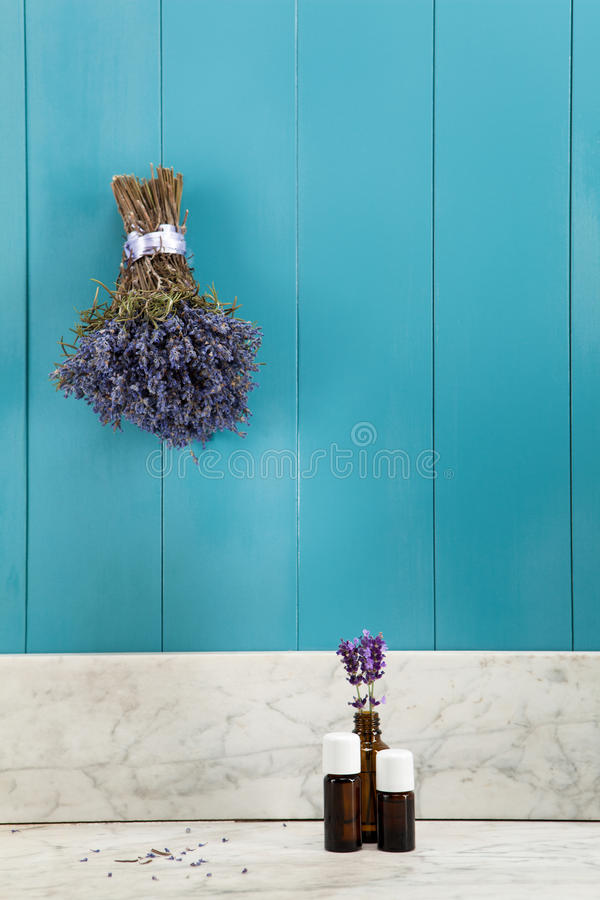 淡紫色的精油 免版税库存照片