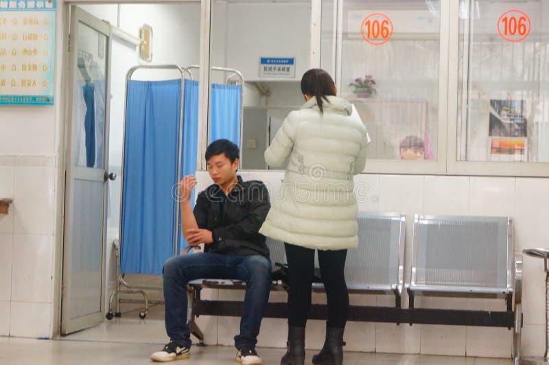 深圳,中国:健康和流行病预防驻防室,工作者做着体格检查 免版税库存图片