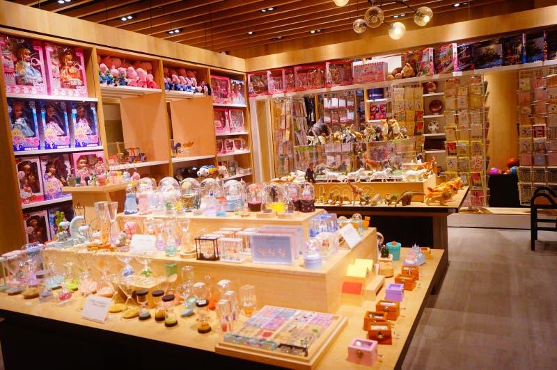 深圳,中国:儿童` s玩具商店显示有动物形状的许多玩具,是非常逗人喜爱的 免版税库存照片