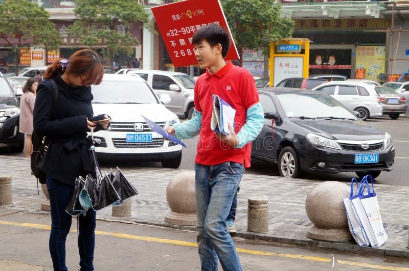 深圳,中国:卖的房子房地产推销员 免版税库存图片