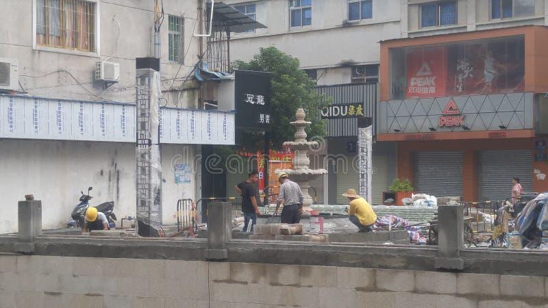 深圳,中国:工作者在楼房建筑 库存图片