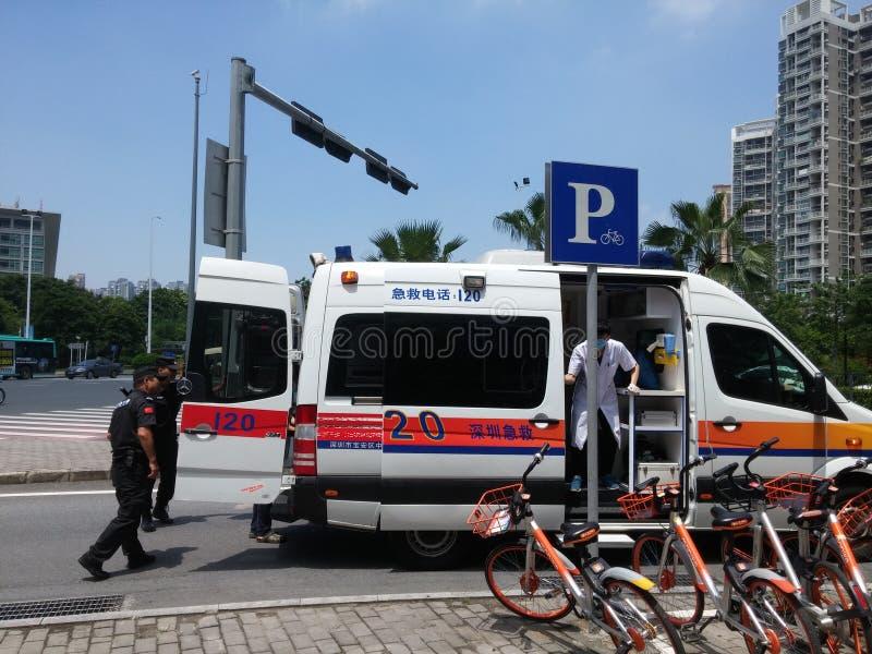 深圳,中国:抢救建造场所的活跃建筑工人 免版税库存照片