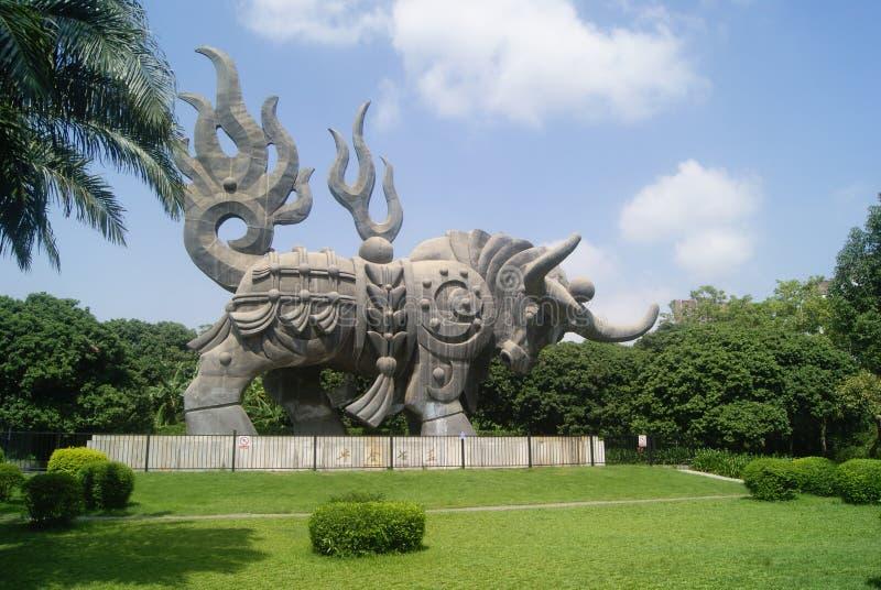 深圳,中国:母牛雕象 库存图片