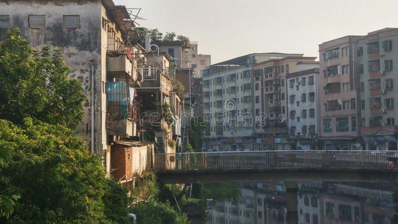 深圳,中国:老大厦,在西乡河旁边 库存照片