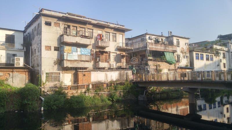 深圳,中国:老大厦,在西乡河旁边 免版税图库摄影