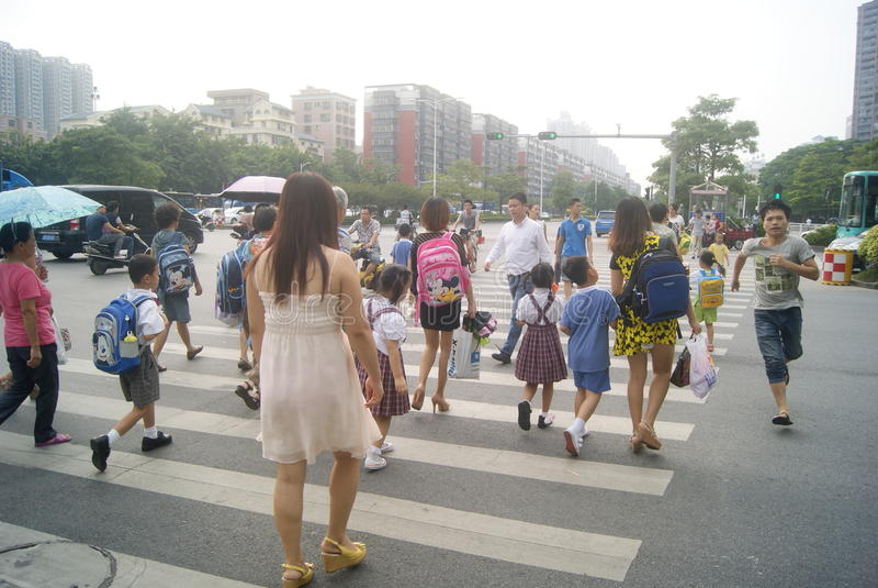 深圳,中国:西乡大道交叉点交通风景 免版税库存图片