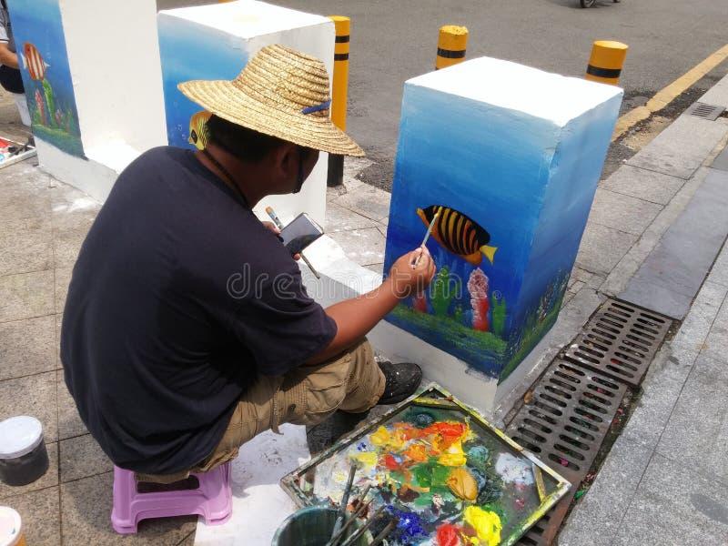 深圳,中国:绘画的街道艺术家,装饰街道 免版税库存照片