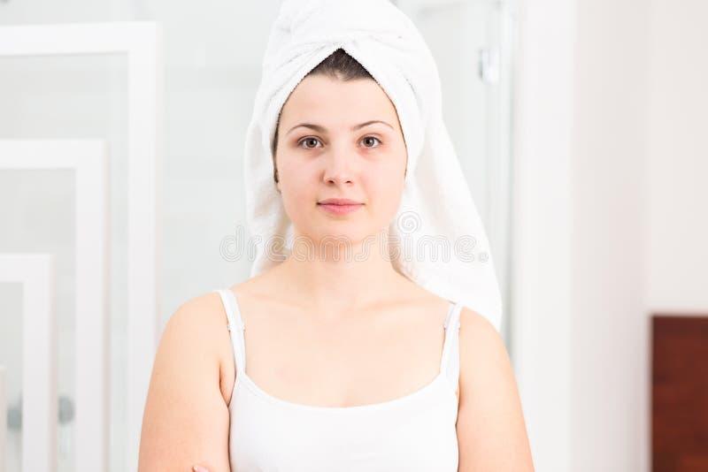 Download 深度域重点浅软的毛巾妇女 库存照片. 图片 包括有 内部, 毛巾, 妇女, 纯度, 卫生学, 纵向, beautifuler - 72355006