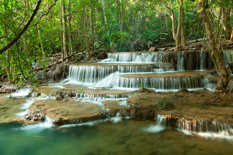 深森林kanchanaburi泰国瀑布 图库摄影