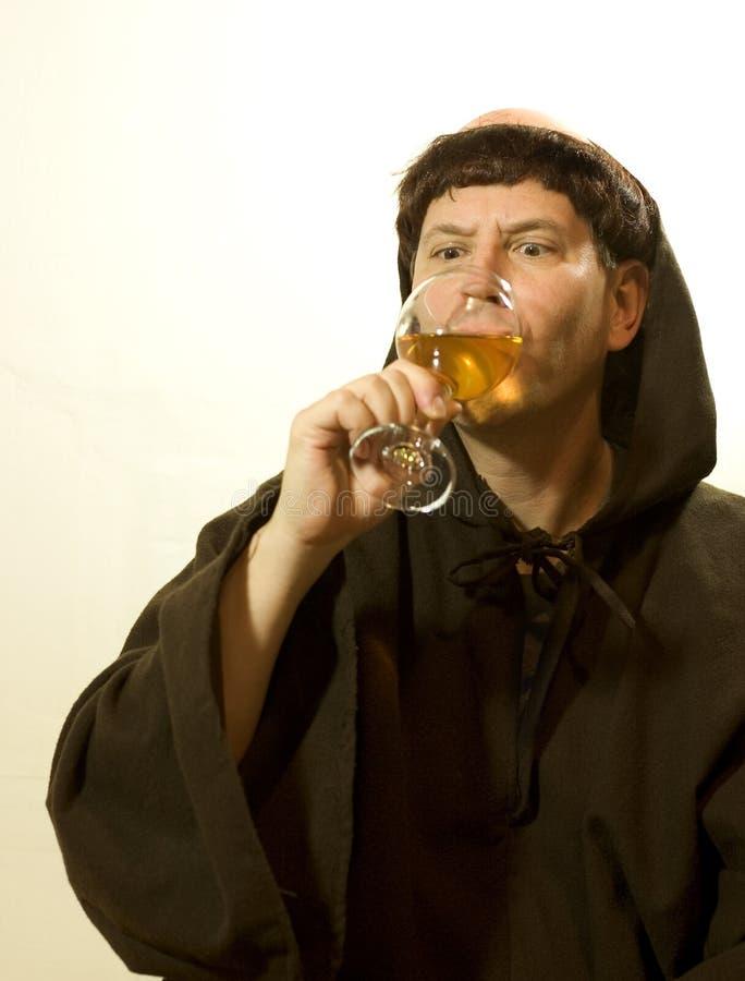 深深地喝玻璃修士 库存图片