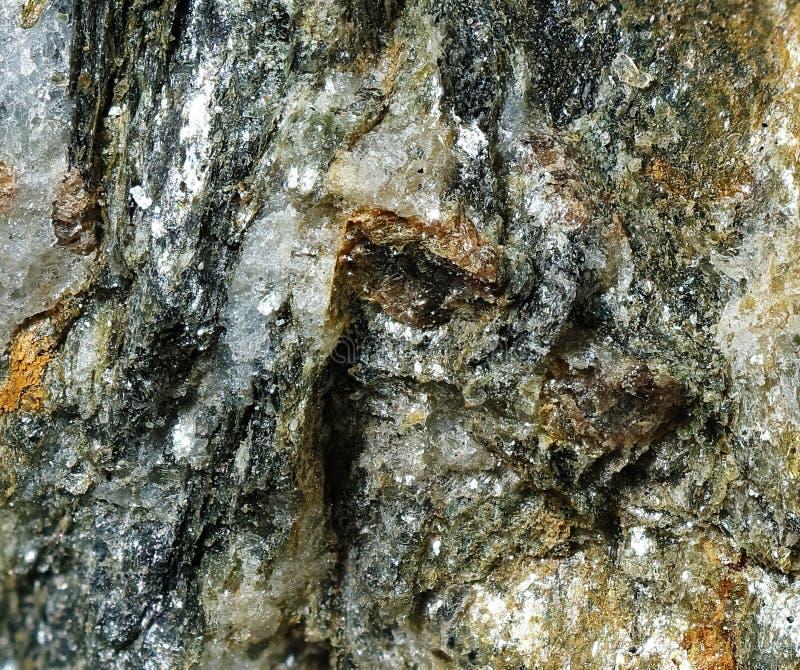 深深地被裂痕的岩石 免版税库存照片