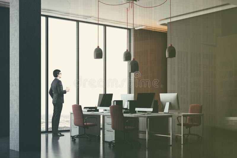 深灰办公室角落,被定调子的红色椅子 皇族释放例证