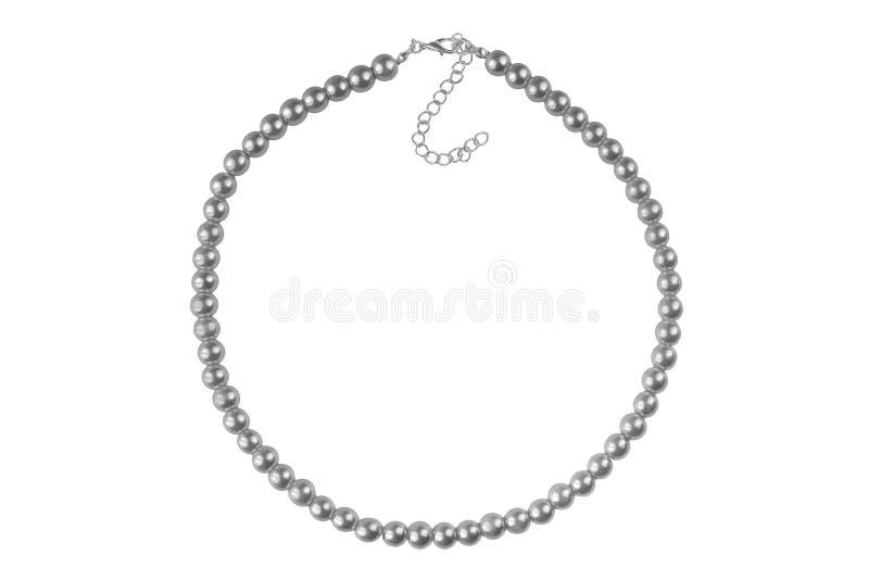 深灰大典雅的项链由象珍珠的中型圆的小珠做成,在白色背景隔绝的时尚项目,剪报 库存照片