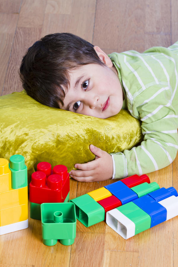 深色的儿童逗人喜爱的小的使用的玩具 库存图片