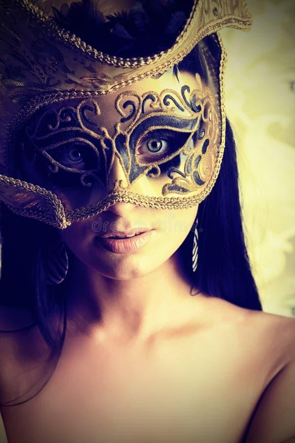 Download 深色的屏蔽 库存图片. 图片 包括有 化妆舞会, 裸体, 设计, 典雅, 表面, 装饰, 帽子, 女孩, 激情 - 22355557
