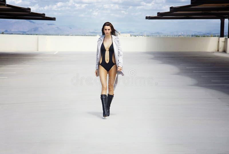 深色的性感的泳装 免版税库存图片