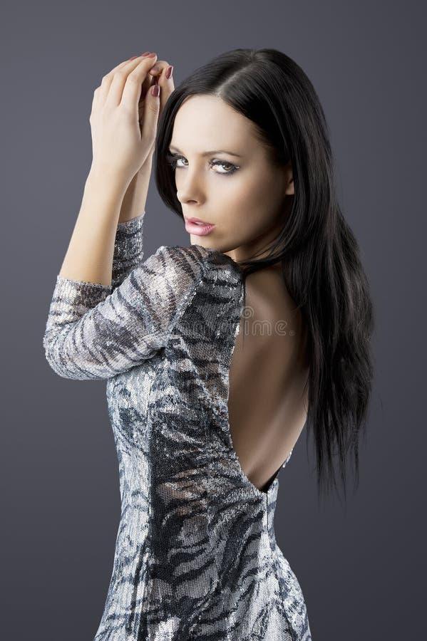 深色的礼服方式肉欲的银 免版税库存图片