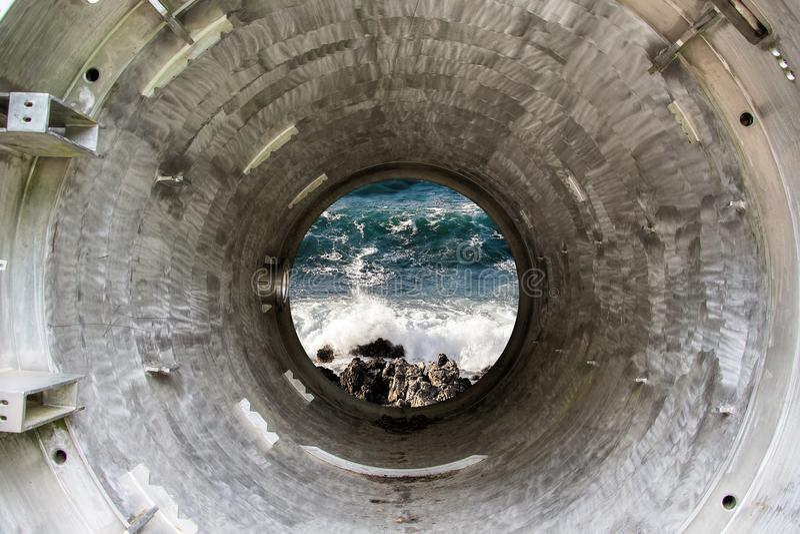 深铁隧道或管往海 库存照片