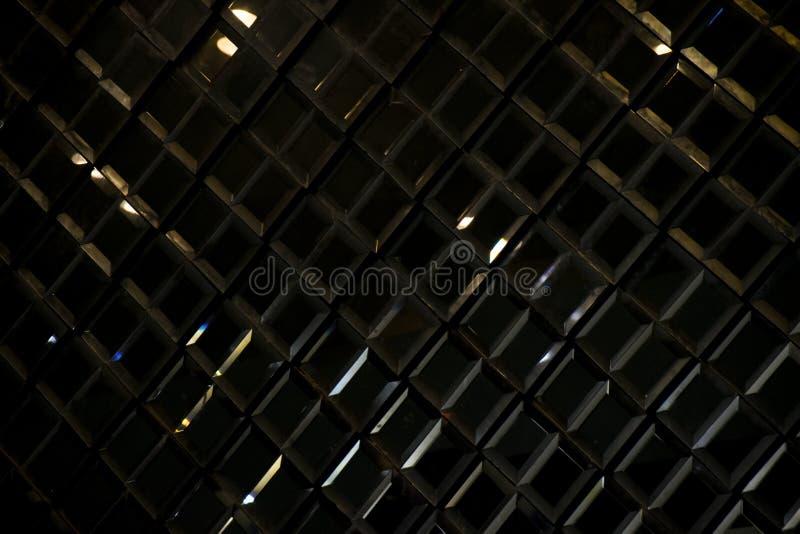 深黑色反射性玻璃菱形金刚石摘要纹理和背景 库存图片