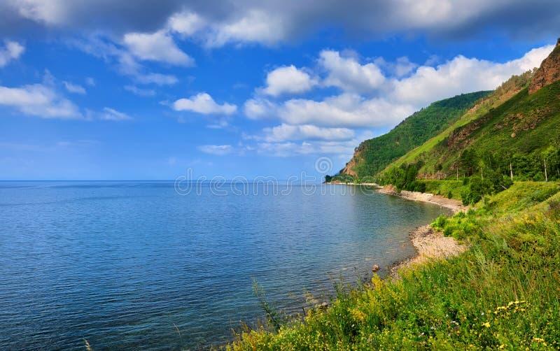 深贝加尔湖蓝色浩瀚  免版税图库摄影