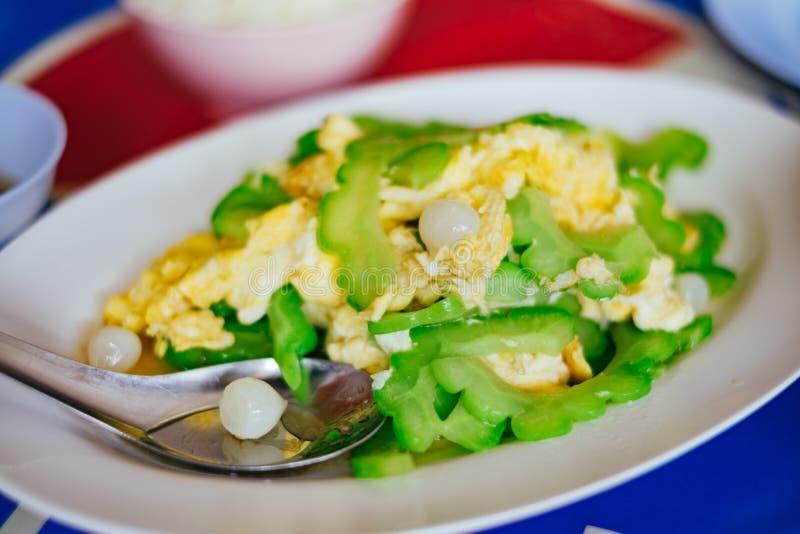 混乱油煎的苦涩金瓜用鸡蛋 免版税库存照片