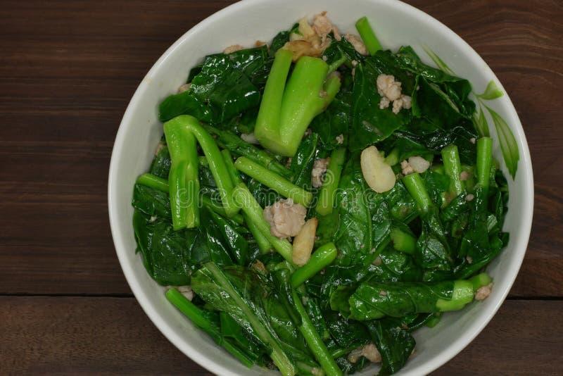 混乱油煎的菜,中国无头甘蓝 库存照片