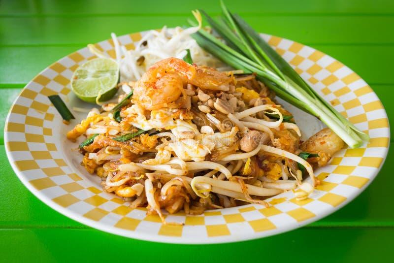 混乱油煎的面条用虾, phat泰国 库存照片