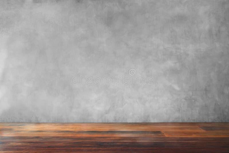 混凝土墙老木地板空的客厅 库存照片