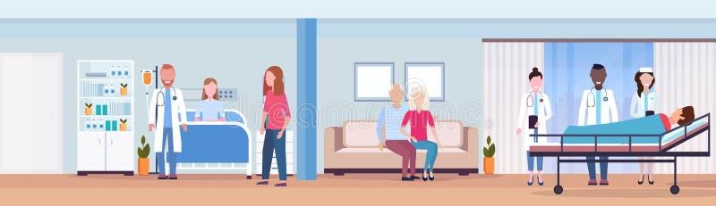 混合拜访患者人妇女的种族医生在床密集的疗法病区医疗保健概念医房 库存例证