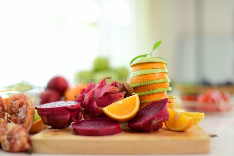 混合果子 接近的新鲜水果 健康吃,节食的概念 库存照片