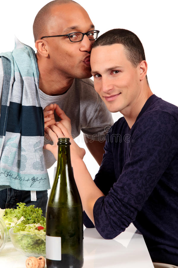 混合的夫妇种族快乐厨房 库存照片