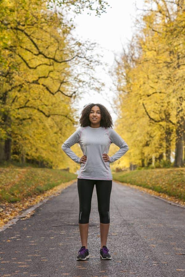 混合的族种非裔美国人的妇女少年健身赛跑 图库摄影