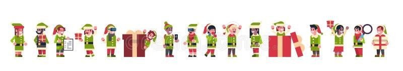 混合种族矮子女孩男孩一起站立另外姿势圣诞快乐假日新年概念的圣诞老人项目帮手 库存例证