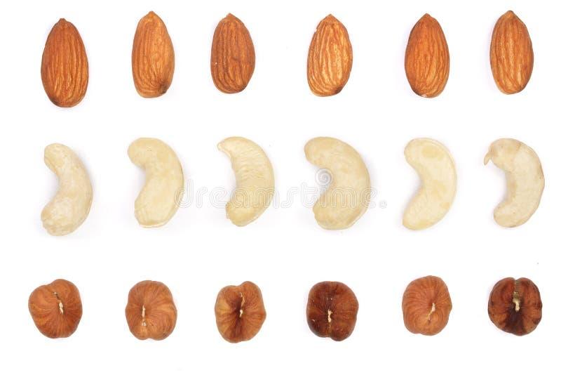 混合胡说的杏仁,在白色背景隔绝的腰果榛子 顶视图 平的位置 库存图片
