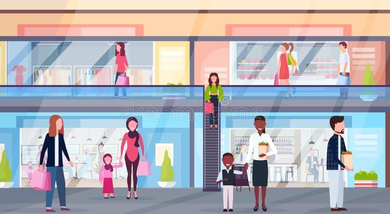 混合走有衣裳精品店和咖啡馆超级市场零售店内部的种族访客现代购物中心 库存例证