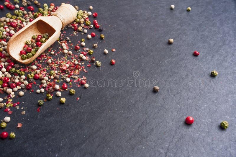 混杂的干胡椒 免版税库存照片