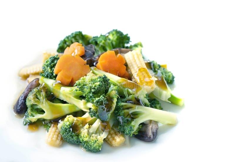混杂的新鲜蔬菜在白色背景stire油煎了隔绝 库存照片