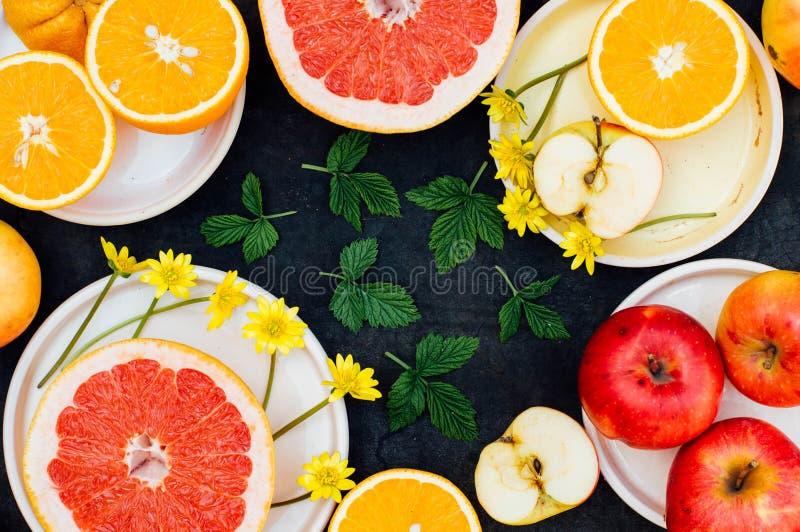 Download 混杂的欢乐五颜六色的热带和柑桔切在bla 库存照片. 图片 包括有 编排者, 缓和, 有机, 想法, 饮食 - 72356098