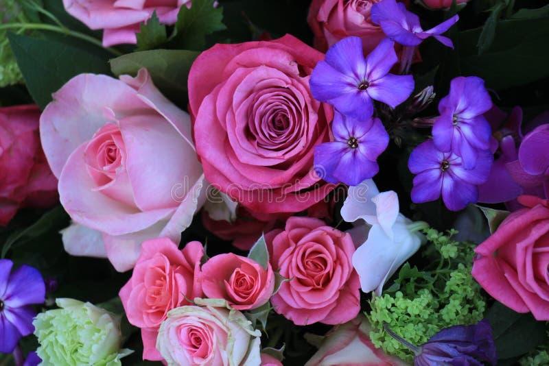 混杂的紫色桃红色花束 免版税图库摄影