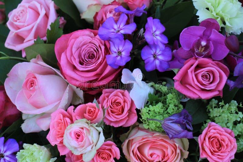 混杂的紫色桃红色花束 免版税库存照片