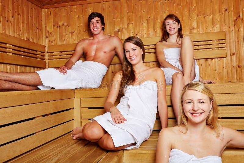混杂的蒸汽浴的人们 免版税库存照片