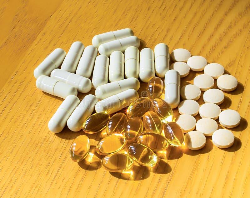 混杂的维生素药片 库存图片