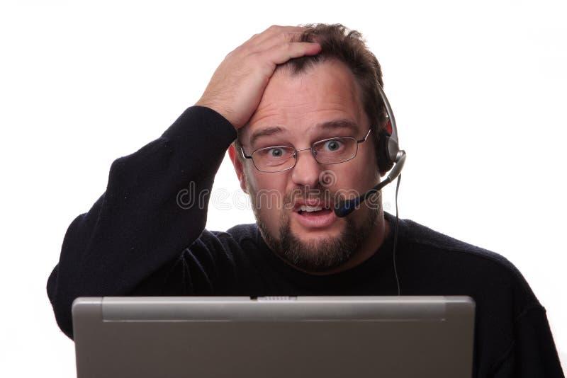 混淆的计算机看起来男性运算符 免版税库存图片