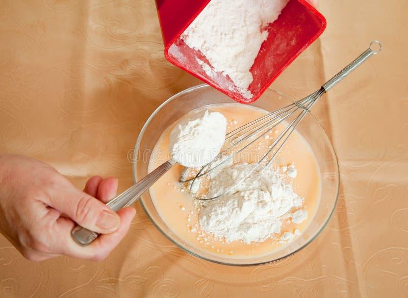 添加厨师盘面粉现有量 库存图片